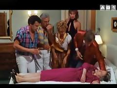Valerie Allain,Isabelle Mergault,Annie Jouzier in Club De Rencontres (1987)