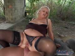 Ernone loves outdoor sex