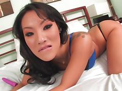 Asian pornstar Asa Akira gets intimate in bed