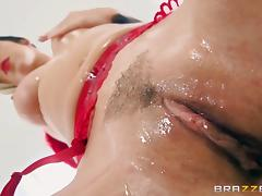 Jada Stevens' oiled body penetrated by a skillful hunk's boner