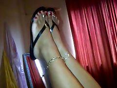mature BBW latina feet
