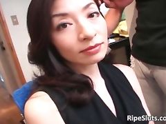 Mature Asian slut gets he wet hairy