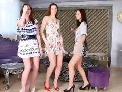 HOTTIES DANCES NUDE