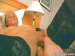 Hot mature blonde gets wet pussy fucked part2