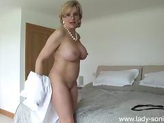 Lady Sonia sexy milf babe