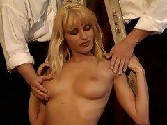 Anita Blond scene