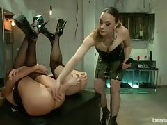 Three hot chicks enjoy playing with each other's butts